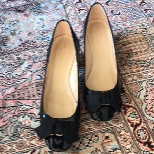 Kate spade patent pumps with bow